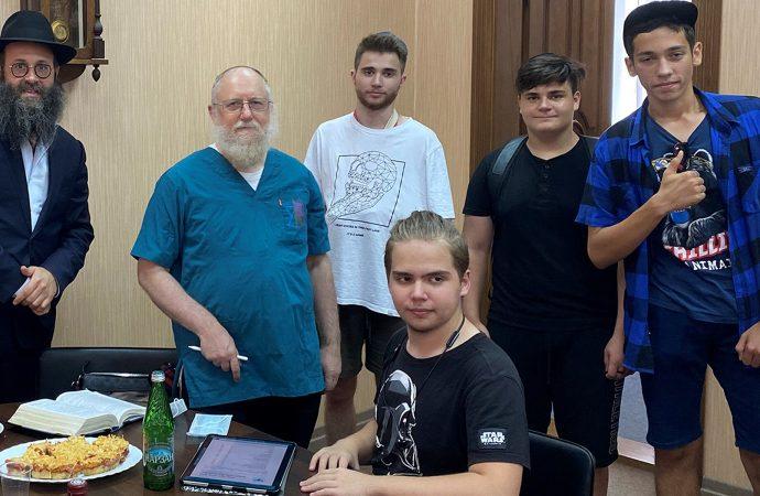 Rusia tiene un cirujano a tiempo completo para circuncidar a los hombres judíos