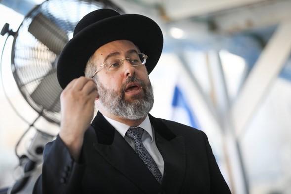 El rabino Lau pide al gobierno que reduzca las restricciones de viaje en bodas