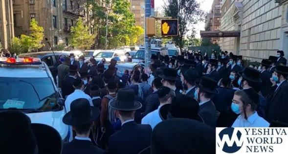 """Borough Park: Los niños gritan """"nazi, antisemita"""" al enjambre de medios fuera de la Yeshivá"""