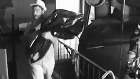 Hombre capturado en video robando Séfer Torá de la sinagoga de Yonkers