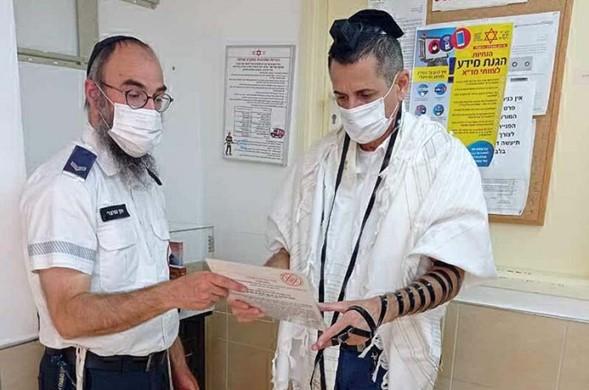 Stands de tefilín instalados en estaciones MDA en todo Israel