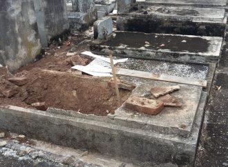 <strong>Vandalismo antisemita.</strong> AMIA condena el ataque vandálico en su cementerio de Berazategui y exige seguridad en el lugar