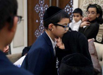 Emiratos Arabes Unidos reúne a 2 familias judías yemenitas después de 21 años de separación