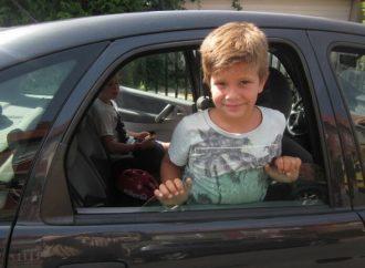 <strong>Insólito.</strong> Ladrón regaña a mamá por dejar a un niño en el auto que robó