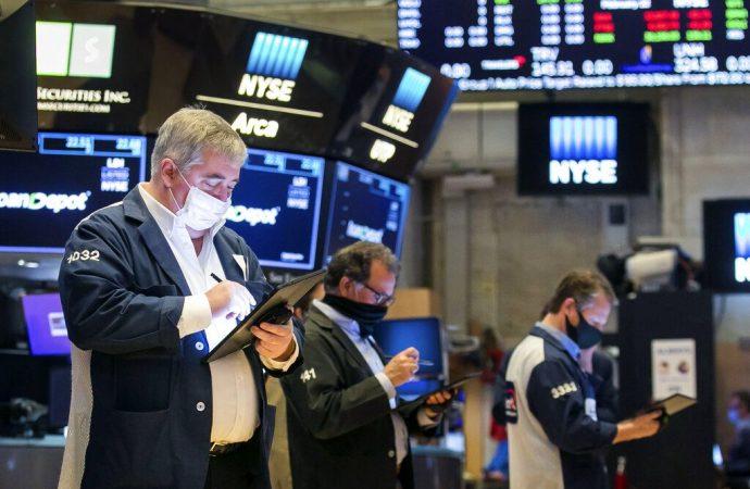 Las acciones caen mientras los inversores analizan las preocupaciones sobre la inflación y la recuperación