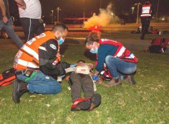 Los técnicos de emergencias médicas salvan la vida de un bebé árabe que padece una enfermedad cardíaca crónica