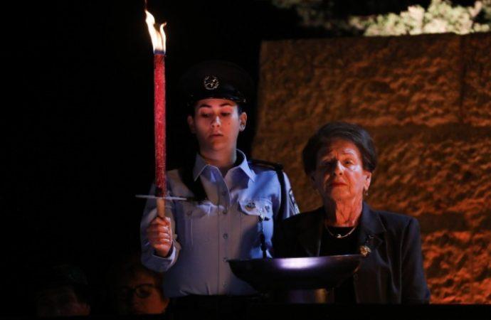 """Comienza el Día de Conmemoración del Holocausto de 2021 en Israel: """"Durante todo el año que pensé en ti'"""