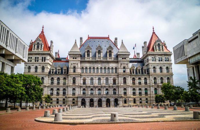 El presupuesto de Nueva York proporciona grandes beneficios para Yeshivot y escuelas privadas