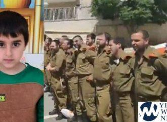 Conmovedor: 100 soldados cantan a la familia de la víctima de un cohete de 6 años