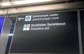 Arón Kódesh profanado dentro de la sala de oración del aeropuerto de Frankfurt