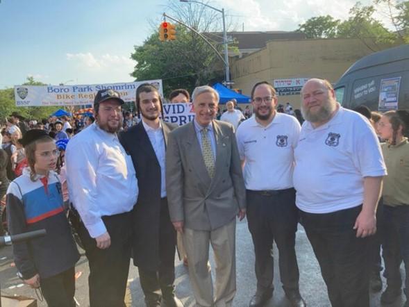 Nueva York: Se propone excluir a los crímenes de odio de la reforma de la fianza