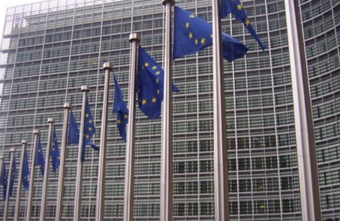 La UE publica un informe retrasado que confirma la incitación y el antisemitismo en los libros de texto de la Autoridad Palestina