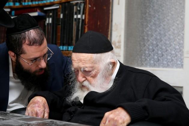 El rabino Kanievsky favorece la asociación haredi en la coalición de Bennett