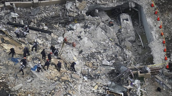 Cinco muertos, 156 aún desaparecidos en el colapso de un edificio en Florida mientras los buscadores compiten contra el tiempo