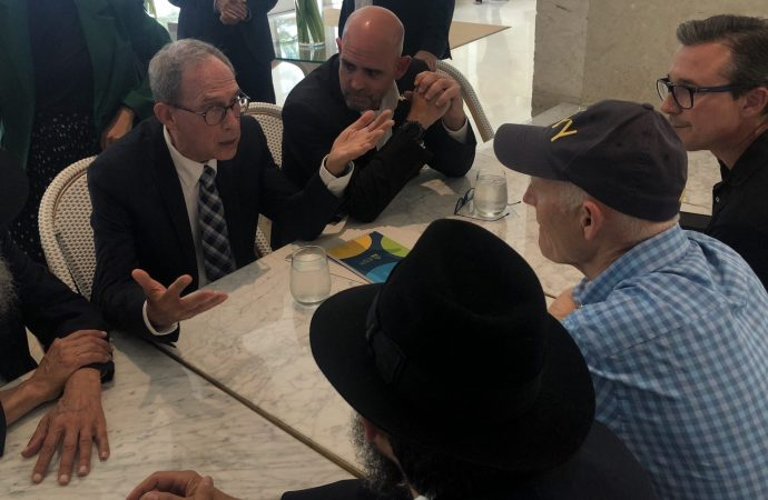 El nuevo ministro de la diáspora israelí viaja para consolar a los judíos en Surfside y busca reparar los lazos con Estados Unidos