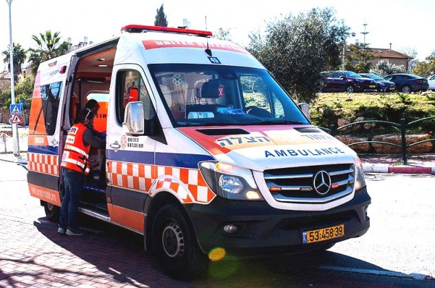 Los técnicos de emergencias médicas salvan al hombre de Jerusalem que había dejado de respirar