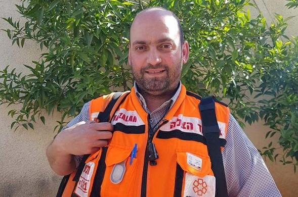 A las 3 A.M. Hatzalah EMT realiza resucitación cardiopulmonar en PA Arab en el cruce de Qalandiya