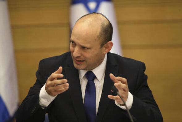 Debido a la presión de EE. UU., Bennett impone la congelación de edificios en Yehuda y Shomron