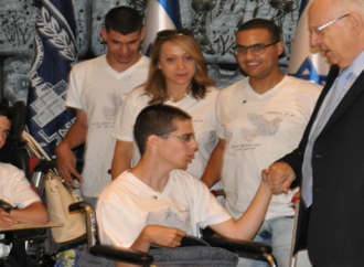 Startup israelí ayuda a los discapacitados a recuperar su independencia con un movimiento de muñeca