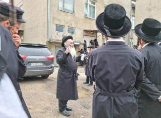 Imágenes que rompen el corazón: El padre de dos víctimas de Merón brinda un hesped por los Bajurim de Yeshivah fallecidos en Ucrania