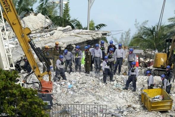 """El líder del equipo de búsqueda de las FDI dice que """"las posibilidades de encontrar a alguien vivo son casi nulas"""""""