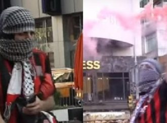 Sospechoso arrestado en ataque con fuegos artificiales que quemó a una mujer judía en un mitín de Manhattan