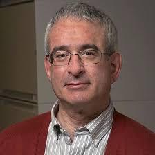 El estadounidense de origen israelí Joshua Angrist entre los tres ganadores del Premio Nobel de Economía