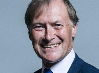 El legislador británico Sir David Amess asesinado por un terrorista