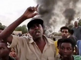 Golpe Militar en Sudán: Altos funcionarios del gobierno arrestados y miles de calles inundadas de manifestaciones